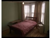 Learge double room_ share kitchen and bath. 5 minutes from Turnpike Lane and Manor House Tube.