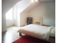 Light and airy, Modern & Spacious 3 bedroom Split Level Flat for Rent Nr Lewisham SE6
