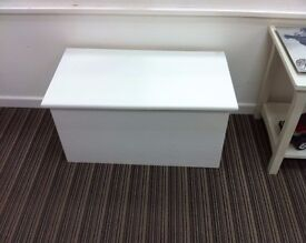 £39 - Ex-display Solid Pine Ottoman Storage box, white finish, very solid build, great condition