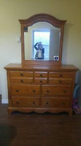 Solid dresser in excellent condition