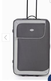 Set of 4 suitcases NEW