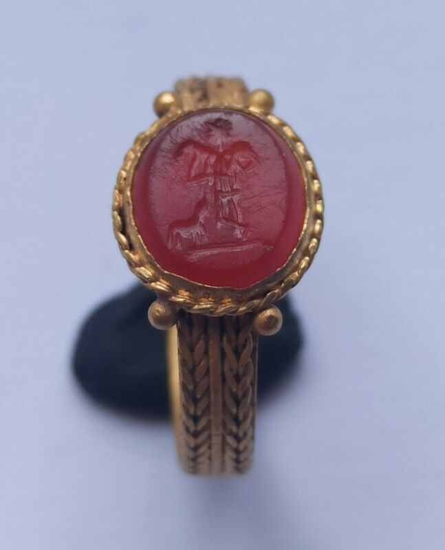 SCARCE ANCIENT ROMAN HIGH CARAT GOLD RING DEPICTING THE GOOD SHEPHERD 300-400 AD