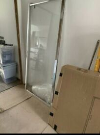 900mm pivot shower door