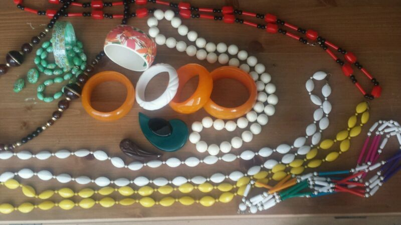 Vintage Lot of Nice Art Deco to Mid Century Celluloid, Bakelite, Lucite Jewelry