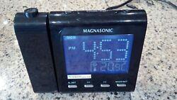 Magnasonic Alarm Clock Radio Projector Projection MM176K Dual Alarm Temperature
