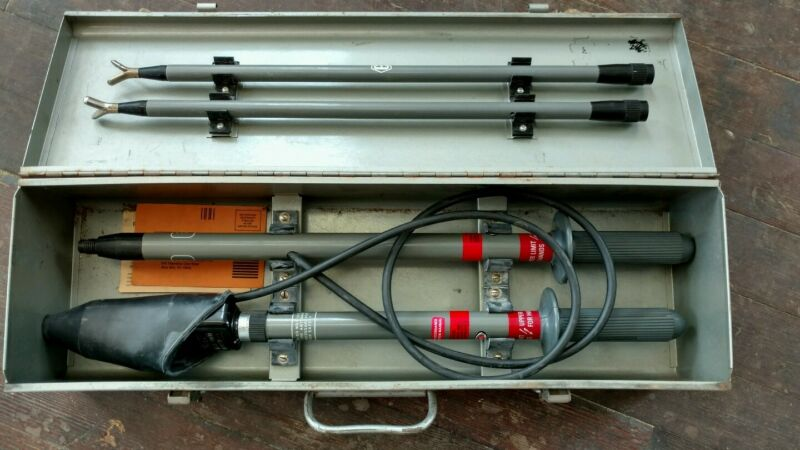 "Nice Detex Phasing Tester CL-8/36-US, 2.4 to 36kV, 40"" Poles, Case"