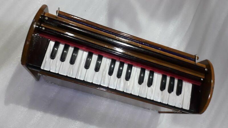 compact Harmonium professional quality, teak wood, open like a book  2.5 octa