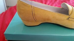 Designer Ladies Shoes by Cinnamon Brand New In Box Size 6
