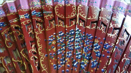 eventail en bois bordeaux et tissus peint