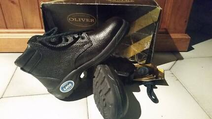 AU 5 Oliver Touch Comfort Black leather lace up work boots
