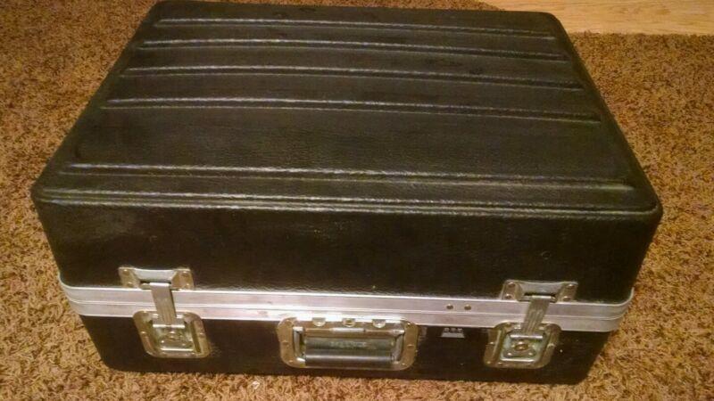 Platt shipping case hard side  used 17 x 22 x 10.25   part # pl2528 trade show