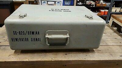 Military Navy Sg-823 Urm Urm-144 Rf Signal Generator - Original Case.