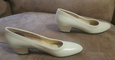 VINTAGE DeLISO BONE PATENT LEATHER WOMENS PUMPS SIZE 6 AAA