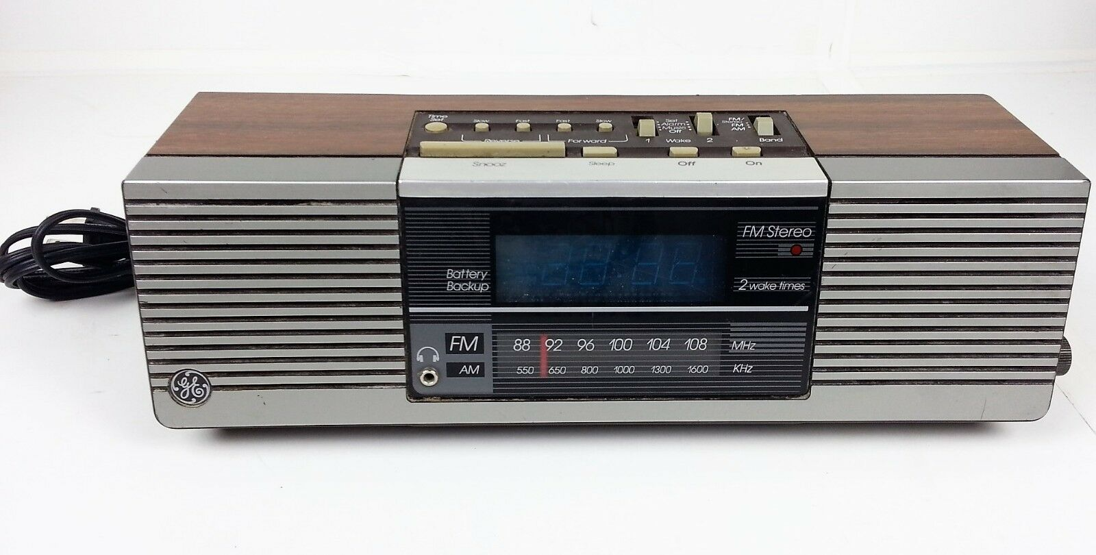 GE General Electric Vintage Clock Radio 7-4945A Woodgrain Finish AM FM Stereo