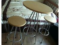 2 kitchen breakfast bar stools with matching table in excellent condition