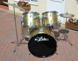 DRUM KIT - COMPLETE - READY FOR PLAYING
