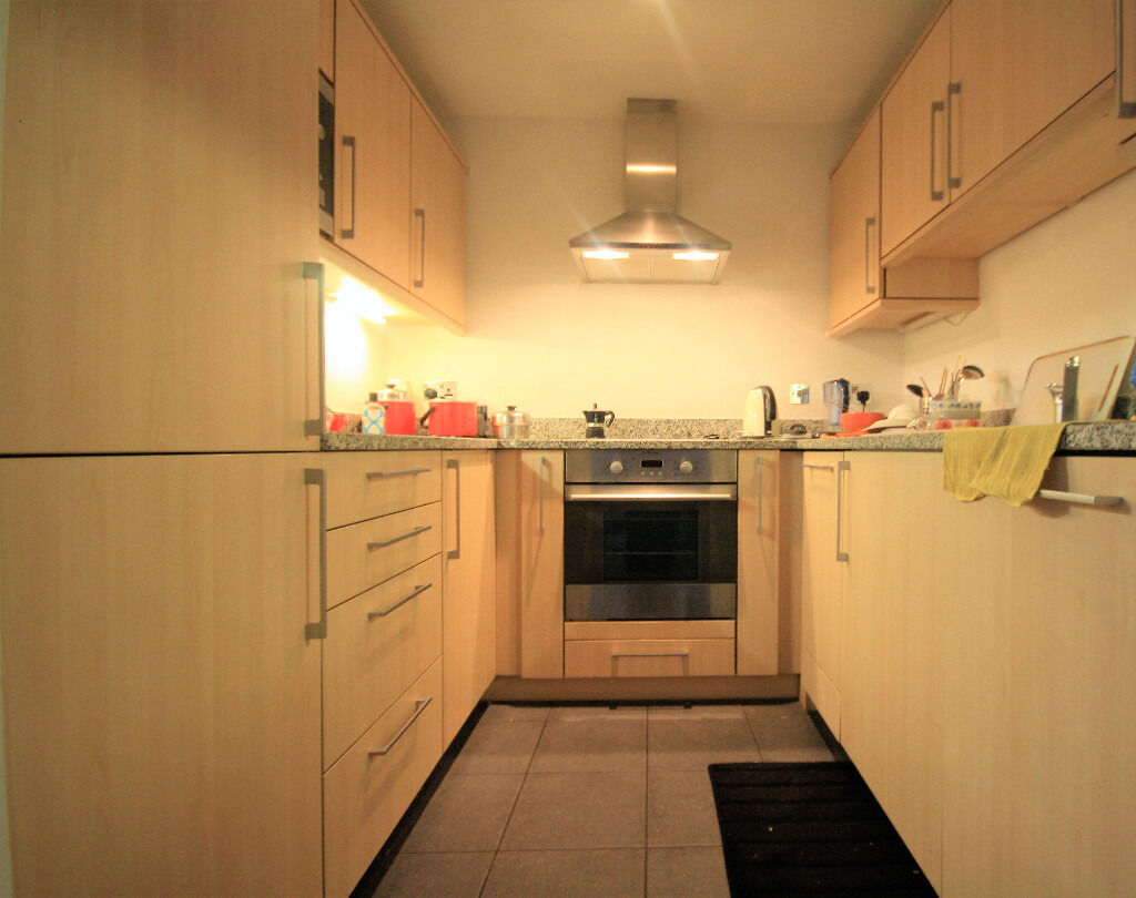 Modern 2 bedroom apartment close to the excel, which comes with gym and conciegre services