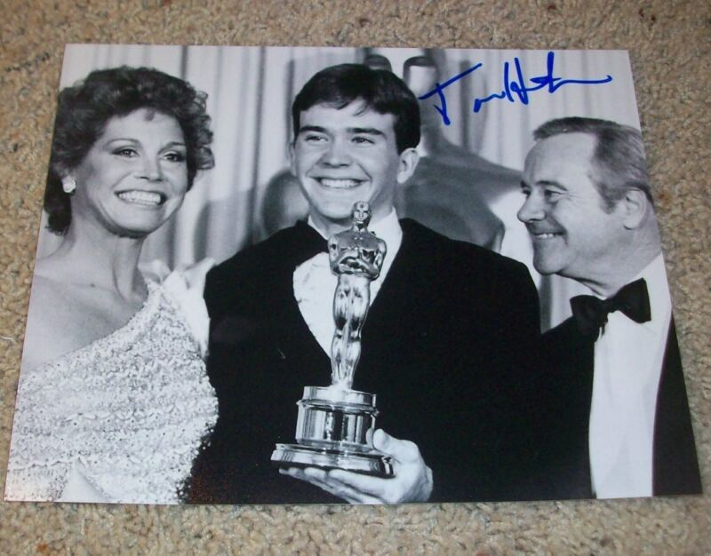 TIMOTHY HUTTON SIGNED OSCAR WINNER ORDINARY PEOPLE 8x10 PHOTO C LEVERAGE w/PROOF