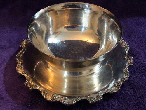 Wallace Silverplate 1139 La Reine Large Gravy Boat Attached Underplate