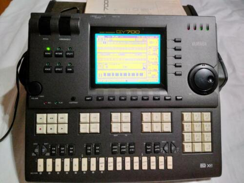 YAMAHA QY700 Music Sequencer High-End Sequencer Workstation composing GOOD