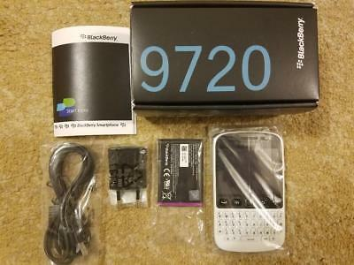 2.8'' BlackBerry 9720  Bluetooth 5MP 3G QWERTY Unlocked Smartphone -