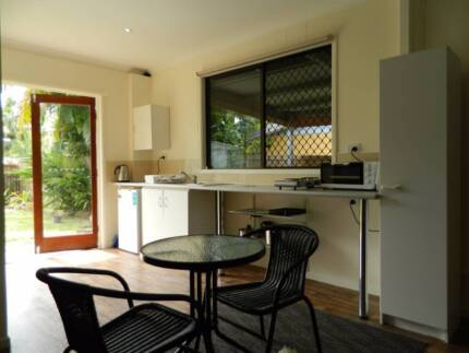 Self-contained Studio Apartment - Smithfield Qld