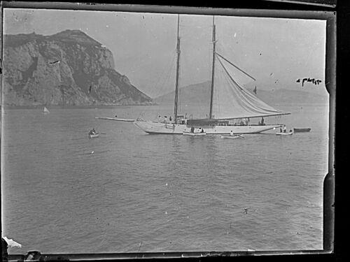 Photo plaque de verre négatif . barque sur le leman en 1911