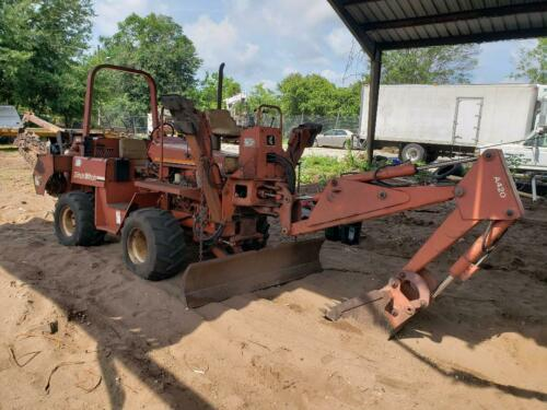 Ditch Witch 5110, Ride on Trencher With Backhoe and 6 Way Blade