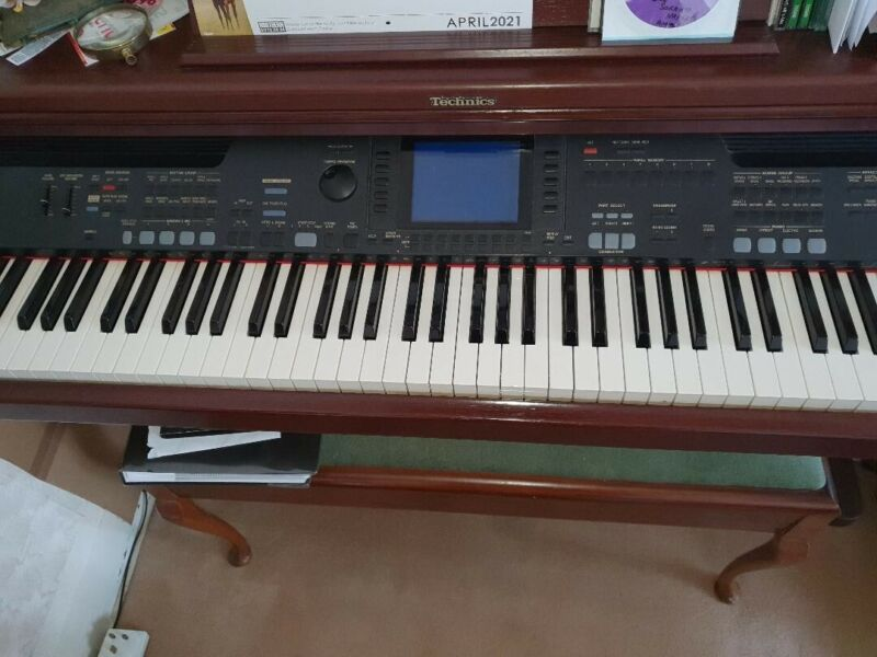 Technics SX-PR602 Electric Piano with 2 stools excellent condition Collection