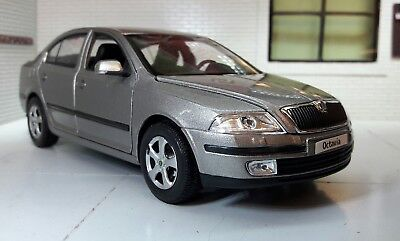 G LGB 1:24 Scale Skoda Octavia Silver vRS TDi Welly 22474 V Detailed Model 2004