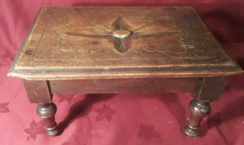 ANTIQUE MINIATURE OAK TABLE WITH CARVED TOP