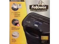 Fellowes P-40 shredder, 1/4 strip cut, 8-page, 17-litre bin capacity