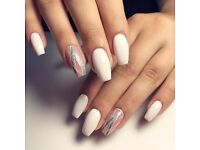 Nails and beauty services ( unghii cu gel, gene false si extensii par)
