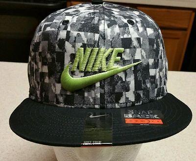 Nike True Chaos Cube Flat Brim Black White Snap Back Baseball Hat Cap 644927 014