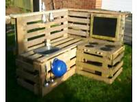 Corner pallet kitchen