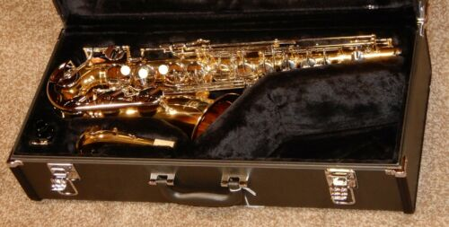 Yamaha YAS-26 Alto Sax with case mouthpiece mint condition