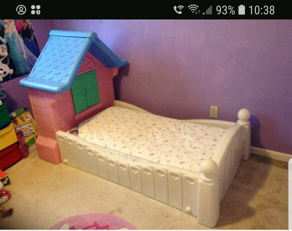 ** Price drop** Little tikes cottage bed (toddler size ...