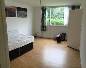 Double / Twin room for a couple or Two single person, 10min walk to Southfield Station