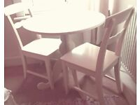 table and 2 chairs round white Ikear