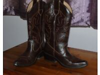 Ladies brown Cowboy boots, size 5, hardly been worn.