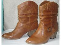 Ladies boots £5