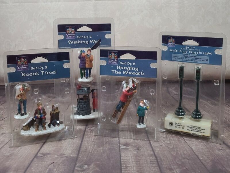 NEW LOT OF 4 LEMAX & CAROLE TOWNE CHRISTMAS VILLAGE PEOPLE & STREET LAMPS LIGHTS