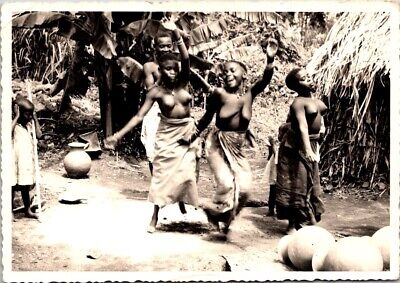 Vintage Postcaed-ETHNIC BLACK AFRICA YOUNG GIRLS DANCING TOPLESS-pottery