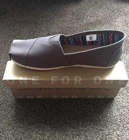 TOMS Men's Classics Canvas shoes size 8 & 9