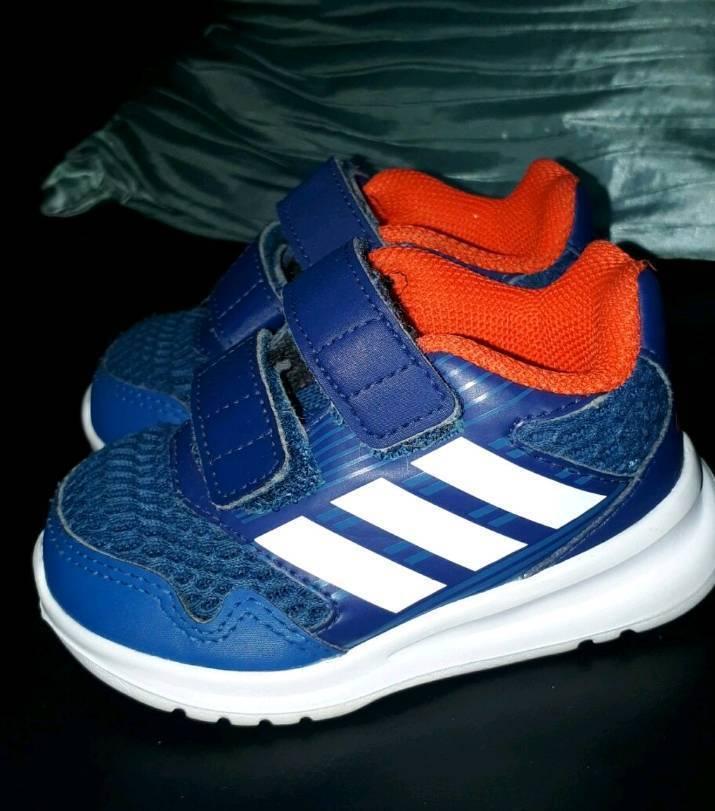 Boy's Adidas Alta Run Trainers Size 4
