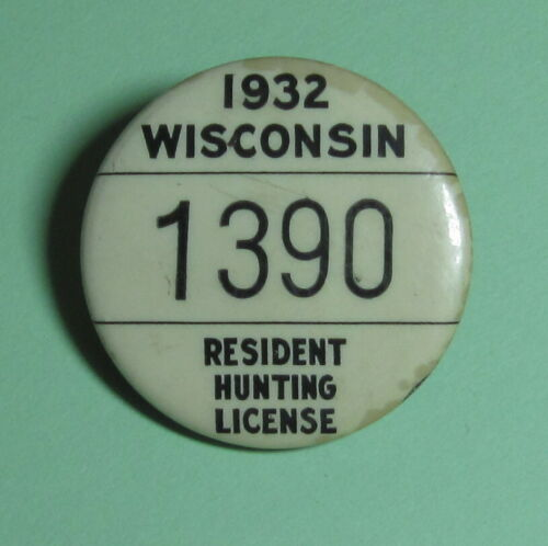 """1932 """"Low Number"""" Wisconsin Hunting License Membership Pinback Button"""