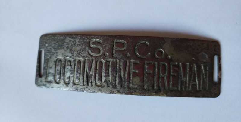 SOUTHERN PACIFIC LOCOMOTIVE FIREMAN RAILROAD HAT BADGE EXCELLENT CONDITION