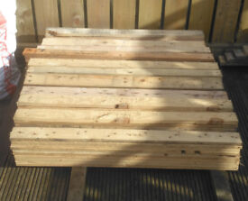 pallet boards perfect for walls, furniture all nails removed lengths from 1000mm upto 1200mm