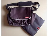 Skip Hop Dash Deluxe Changing Bag with Portable Mat £15 ONO