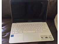 """ASUS EeeBook X205TA 11.6"""" White Used, perfect condition with charger RAM 2GB and 32GB Drive"""